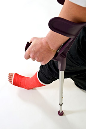 This picture shows a man who has suffered a leg injury. If you have suffered injuries, contact a Kenner Personal Injury Lawyer right away. You have rights.